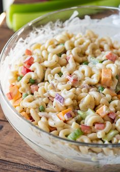 This Simple Macaroni Salad Recipe is filled with all the classic ingredients, tossed in a creamy sauce and perfect for a fresh delicious side! Greek Salad Pasta, Easy Pasta Salad, Pasta Salad Recipes, Soup And Salad, Simple Macaroni Salad, Macaroni Salad With Chicken, Homemade Macaroni Salad, Recipe For Easy Macaroni Salad, Cooking Tips