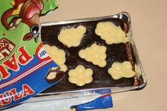 Der Kuchen ist sehr weich und saftig. Fast schon zu saftig. Von der Süsse okay, aber mit den Händen zu essen, ohne sich einzusauen, fast unmöglich.