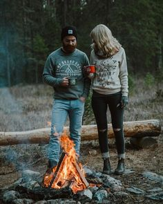 RV And Camping. Great Ideas To Think About Before Your Camping Trip. For many, camping provides a relaxing way to reconnect with the natural world. If camping is something that you want to do, then you need to have some idea Camping Hacks, Camping Life, Family Camping, Camping Ideas, Camping Uk, Camping Signs, Camping Trailers, Camping Checklist, Camping Activities