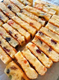 ドライフルーツキラキラのバレンタインケーキです。 バターの香りのマーガリン使用。