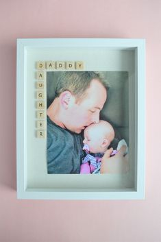 Father's Day Photo Frame Gift Idea: The Daddy Daughter Frame - Making Things is Awesome Diy Gifts For Dad, Cool Fathers Day Gifts, Great Father's Day Gifts, Fathers Day Crafts, Homemade Gifts, Dad Gifts, Diy Father's Day Crafts, Father's Day Diy, Holiday Crafts