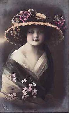 Dziewczynka w różanym kapeluszu