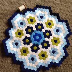 Threadbias: EPP Hexagon quilt by Pattijg