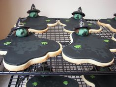 b for bel: Melting Wicked Witch of the the West Cookies by Death by Cupcake! Cute!