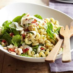 Use GF pasta. Greek Spinach-Pasta Salad with Feta and Beans Canned beans help transform pasta salads into easy lunch recipes. If you plan to transport the salad to work for a quick lunch, keep the spinach separate and stir it in just before serving. Pasta Salad With Spinach, Healthy Pasta Salad, Easy Pasta Salad, Healthy Pastas, Pasta Salad Recipes, Soup And Salad, Healthy Recipes, Spinach Recipes, Tortellini Salad