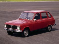 Renault 6 L from the '70's, the ugly little sister of the beauty called R16. Primer coche familiar en casa