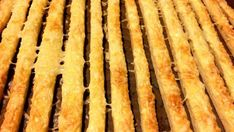 Bonne Chance sajtos rúd - Gasztro Coach Magazin Bacon, Veggies, Cookies, Breakfast, Food, Pizza, Good Luck, Crack Crackers, Morning Coffee