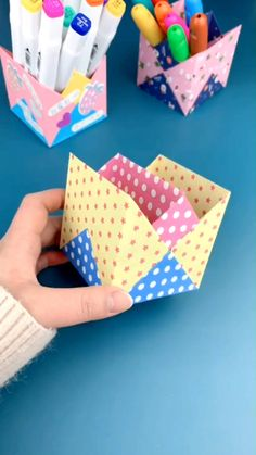 Paper Folding Crafts, Cool Paper Crafts, Paper Crafts Origami, Fun Crafts, Origami Paper Folding, Cardboard Crafts, Creative Crafts, Diy Crafts Hacks, Diy Crafts For Gifts