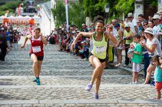 """Made in #Angers, le défi Saint-Maurice consiste à monter le plus vite possible les 103 marches menant à la cathédrale. Le record (25""""16) n'a pas été battu. Rendez-vous l'année prochaine! (Photo: Patrice Campion/Ville d'Angers)"""