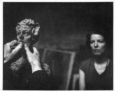 Franco Cianetti, Alberto Giacometti arbeitet vor dem Modell an. Alberto Giacometti, Giovanni Giacometti, Louise Bourgeois, Antoine Bourdelle, Photo Portrait, Art Moderne, Sculpture, Art Plastique, Art Studios