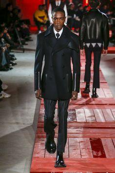 Alexander McQueen Fall 2018 Menswear Collection - Vogue #alexandermcqueenmenswear