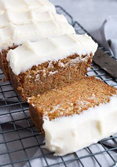 Carrot Cake Loaf Carrot Cake Loaf - Simple, moist and generously topped with cream cheese frosting, this super moist Carrot Cake Loaf is simply perfect! Loaf Recipes, Carrot Recipes, Baking Recipes, Dessert Recipes, Dinner Recipes, Carrot Cake Loaf, Moist Carrot Cakes, Carrot Bread Recipe Moist, Simple Carrot Cake Recipe