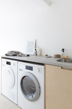 AD Utility renovation with a warm minimal Scandi look – Laundry Room Slate Appliances, Laundry Appliances, Home Appliances, Nordic Living Room, Old Washing Machine, Wooden Brush, Laundry Room Design, Laundry Rooms, Ovens