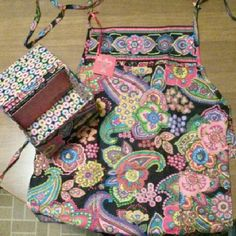 Vera Bradley apron gift set This brightly patterned, never been worn apron comes in a matching recipe box which includes one recipe to start your collection. Vera Bradley Other