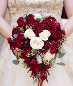 Plan---Fairytale Wedding Theme: Ideas to Make Your Wedding Magical, Romantic and Unique, Part 1 fairytale weddingfairytale wedding Hidden Mickey Wedding, Wedding Beauty, Dream Wedding, Fall Wedding, Wedding Bouquets, Wedding Flowers, Disney Inspired Wedding, Disney Wedding Themes, Disney Wedding Cakes