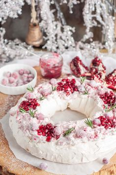 The crunchy outer layer of this holiday cranberry and pomegranate pavlova with melt-in-your-mouth marshmallowy meringue inside topped with heavenly marbled mascarpone cream and berries is a pure festive paradise in your mouth!