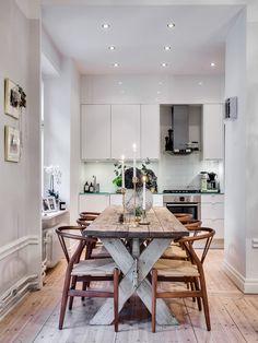 New post on coronadelmar Beautiful Interior Design, Interior Design Living Room, Dining Room Table, Dining Area, Country Look, Decoration, Interior Inspiration, Kitchen Decor, Kitchen Dining