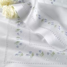 Online shopping from a great selection at Arts, Crafts & Sewing Store. Modern Embroidery, Hand Embroidery Designs, Cross Stitch Embroidery, Embroidery Patterns, Machine Embroidery, Sewing Patterns, Bed Linen Inspiration, Broderie Bargello, Linens And Lace