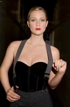 A.J. Cook. Whoa! She certainly looks Different than her Character on Criminal Minds. A.J. Cook is a Beautiful Women   ¸.•`♥¸.•`♥