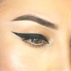 How To Apply Eyeliner For Beginners? - Step By Step Tutorial And Tips  Get The P... - #Apply #Beginners #Eyeliner #Step #Tips #tutorial #EyelinerTutorial Oil Free Foundation, How To Apply Foundation, Eyeliner For Beginners, Makeup Tutorial For Beginners, Makeup Tips, Eye Makeup, Makeup Brushes, Dark Circles Makeup, Eyeliner Styles