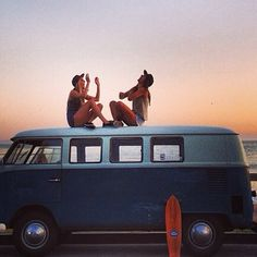 Surf on volkswagen Combi Volkswagen Bus, Vw T1 Camper, Vw Caravan, Hippie Camper, Summer Of Love, Summer Fun, Summer Days, Summer Story, Summer 2014