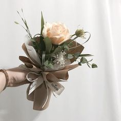 New flowers gift ideas bouquets floral arrangements 17 Ideas bouquet gift Boquette Flowers, How To Wrap Flowers, Bunch Of Flowers, Dried Flowers, Paper Flowers, Gift Flowers, Flowers Garden, Single Flower Bouquet, Small Flower Bouquet