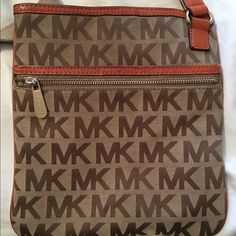 Michael Kors Crossbody Purse Authentic MK Crossbody in good condition. Michael Kors Bags Crossbody Bags