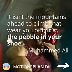 Jeg falder ofte over et inspirerende og motiverende træningscitater og har samlet en masse citater om træning og træningsmotivation her. Tjek dem ud - og måske har du selv et citat, du er faldet for og gerne vil supplere med - Muhammed Ali. #træningsmotivation #træningscitater Wear You Out, Rocky Balboa, Muhammad Ali, Arnold Schwarzenegger, Mantra