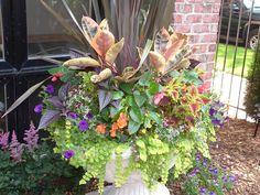 Fall+Front+Urn+Ideas | Summer Garden Urn Planter Design