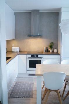 Blogi sisältää sisustamista, remontointia, matkustelua, nähtävyyksiä sekä vinkkejä. Tervetuloa lukemaan! Decor, Furniture, Home, Kitchen Cabinets, Cabinet, Table, Kitchen