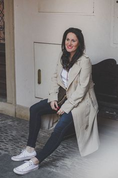 Übergangsjacken - unverzichtbare Must-Have Jacken für den Herbst // Trenchcoat, Herbstoutfit, Modeblog, www.miss-classy.com #trenchcoat #mode #fashionblogger #modetrends Jeans Und Converse, Jeans Und Sneakers, Fashion Weeks, Fashion Outfits, London Fashion Bloggers, Paris Fashion, Sweatshirt Outfit, Real Style, Your Style