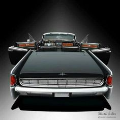 "Lincoln Continental with ""Suicide Doors""! Auto Retro, Retro Cars, Vintage Cars, Antique Cars, Lincoln Motor Company, Ford Motor Company, Cadillac, Lamborghini, Ferrari"