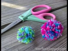 Learn how to make a multicolored pom pom with this fun tutorial! Visit the Fiber Flux blog for free patterns & tutorials: http://www.fiberfluxblog.com © Jenn...