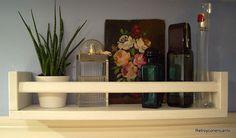 Pequeños estantes... http://retroyconencanto.blogspot.com.es/2016/03/estanterias-estantes-madera-decoracion-interiorismo.html