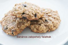 Banános zabpehely falatkák Diabetic Recipes, Diet Recipes, Frozen Face, Dark Chocolate Cookies, Banana Oats, Brownie Cookies, Cookie Recipes, Biscuits, Oatmeal