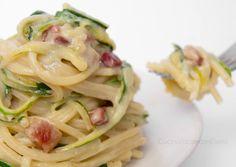 Pasta zucchine Philadelphia e pancetta | Ricetta Primo delizioso