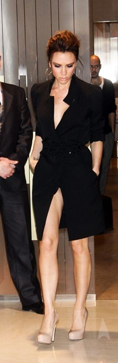 Victoria Beckham Follow me on Instagram too for more style and fashion loves  Moda_vassie_