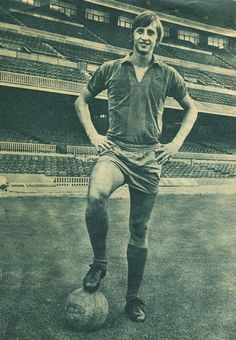 Photo Archive / Player - The World of Johan Cruyff Fc Barcelona, Camp Nou Barcelona, School Football, Sport Football, Maria Sarapova, Virgil Van Dijk, Photo Archive, Soccer Players, Fifa