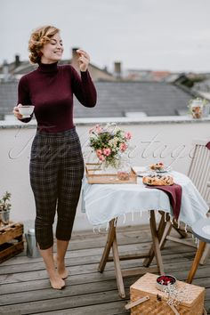 Vintage High Waisted Trousers, Sailor Pants, Jeans Step back into the vintage ti. - Outfits Vintage High Waisted Trousers, Sailor Pants, Jeans Step back into the vintage ti… Vintage Outfits, Classy Outfits, Fall Outfits, Cute Outfits, Vintage Pants, 50s Outfits, Dinner Outfit Classy, Dress Vintage, Pin Up Outfits