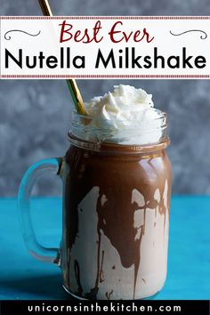This is the ultimate nutella milkshake recipe. It's creamy, silky and nutty, prefect for a hot summer afternoon, or a strong nutella craving! Make this on a hot summer day to get rid of the heat and drink an indulgent milkshake! Nutella Smoothie, Nutella Drink, Nutella Milkshake, Homemade Milkshake, Chocolate Shake, Milkshake Recipes, Best Milkshakes, Gastronomia, Drink Recipes