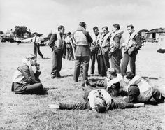Pictured here on 29 July 1940 just a couple of weeks after the start of the Battle of Britain Spitfire pilots of No 610 squadron are seen relaxing between sorties at 'A' Flight dispersal at Hawkinge. The Blitz, Battle Of Britain, Fighter Pilot, Women In History, Ww2 History, London History, British History, Ancient History, Modern History