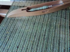Danish blog with some wonderful weaves. Mostly tabby and some great pics of a neutral dark warp with various coloured wefts.