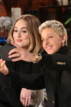 Adele & Ellen DeGeneres Prank Jamba Juice Employees - Watch Now!: Photo Adele and Ellen DeGeneres play a prank on some unsuspecting Jamba Juice employees in this hilarious prank from her appearance, airing later today! In the prank,… Adele Love, Adele Style, Adele Photos, Jamba Juice, Ellen Degeneres Show, The Ellen Show, We Are Young, Funny Photos, Interview