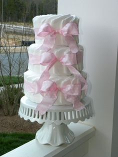 i LOVE this!  simple and beautiful diaper cake!
