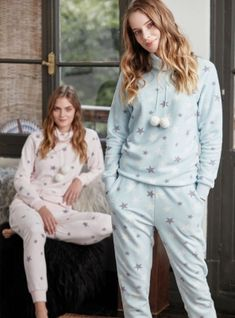 Feyza Pijama - Yıldızlı Polar Pijama Takım Feyza 3365 #polar #polarpijama #pijama #pijamatakimi #camasirimcom Pajama Outfits, Lazy Outfits, Cute Comfy Outfits, Winter Fashion Outfits, Cute Fashion, Pretty Outfits, Girls Sleepwear, Girls Pajamas, Pijamas Women