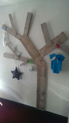 Boom van steigerhout voor onze boy :) Spring Tree, Sweet Girls, Kids Room, House Styles, Pallets, Diy, Business, Home Decor, Child