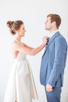 An adorable elopement: http://www.stylemepretty.com/2014/09/09/modern-and-preppy-elopement-shoot/ | Photography: Aly Carroll - http://alycarroll.com/