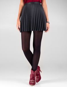 leather pleated skirt- don´t dig the boots shown on the website but the skirt has a nice fit