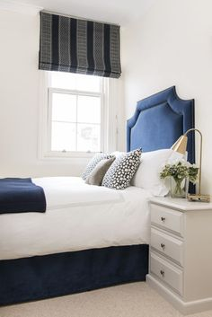 D e c o r a r e : Splendid tradition: Lisette Voute Guest Bedroom Decor, Guest Bedrooms, Blue Headboard, Bedroom False Ceiling Design, Upholstered Beds, Dream Bedroom, Blue Bedroom, My New Room, Luxury Bedding