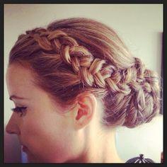 White and Gold Wedding. Bridesmaid Hair. Natural Hair. Wedding hairstyles with Braids